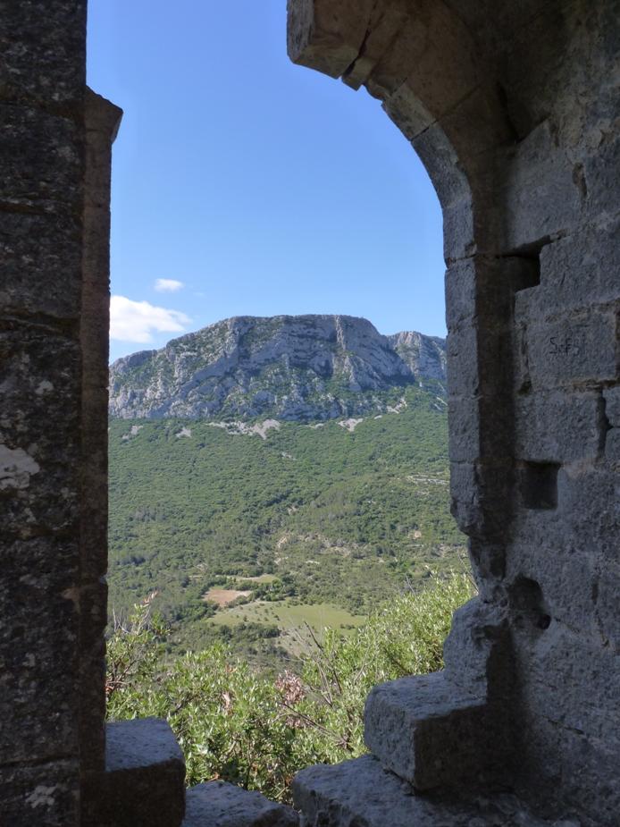 zzz Pic Saint Loup depuis les ruines du Chateau de Vivioures